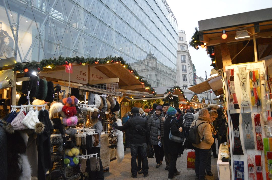 Vooroosmarty 2 1080x718 - 6 Fairy-tale Christmas Markets in Budapest You Should Visit