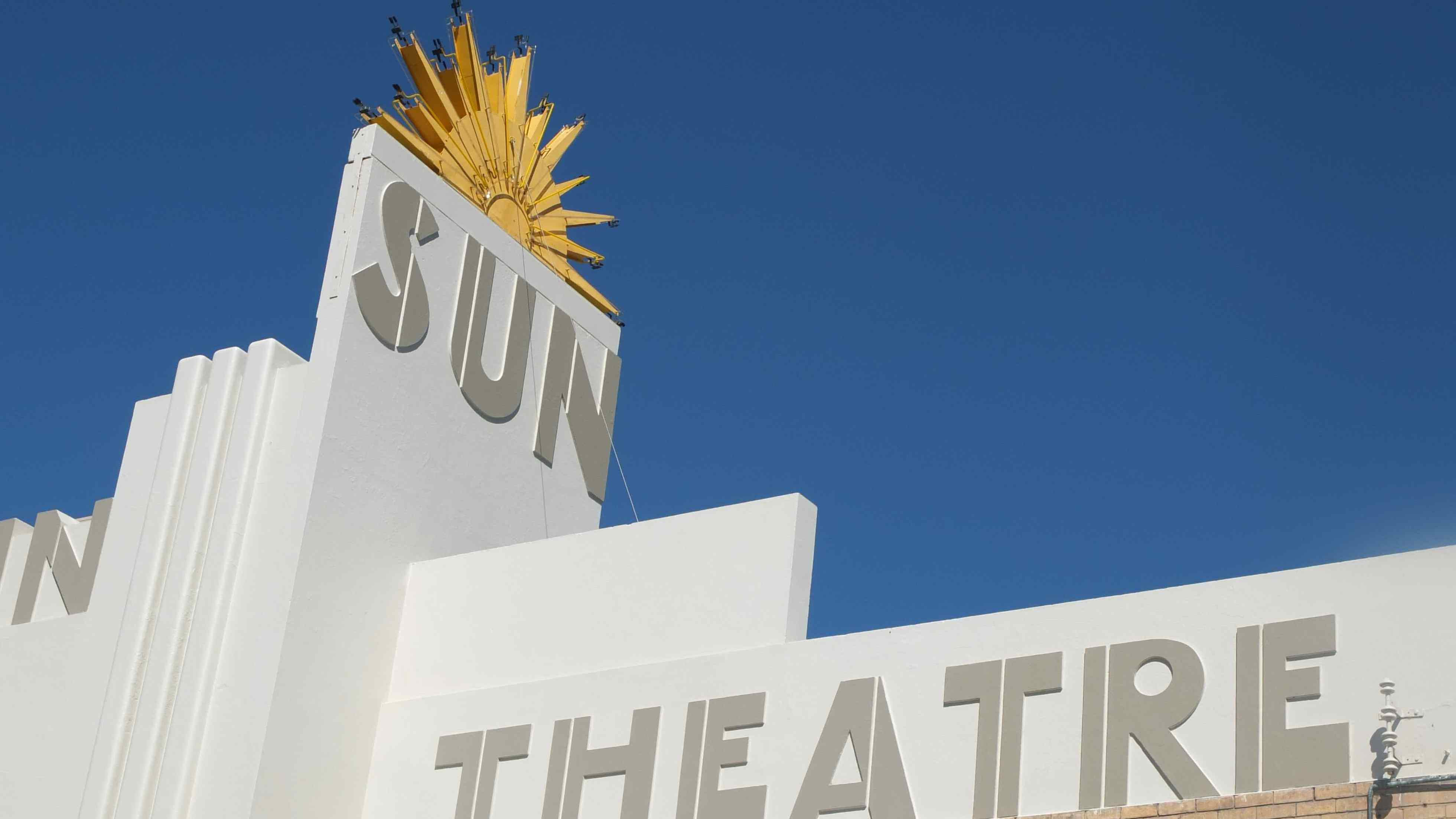 1SunTheatre 1 560x420 - 5 Ways to Enjoy Melbourne on a Budget