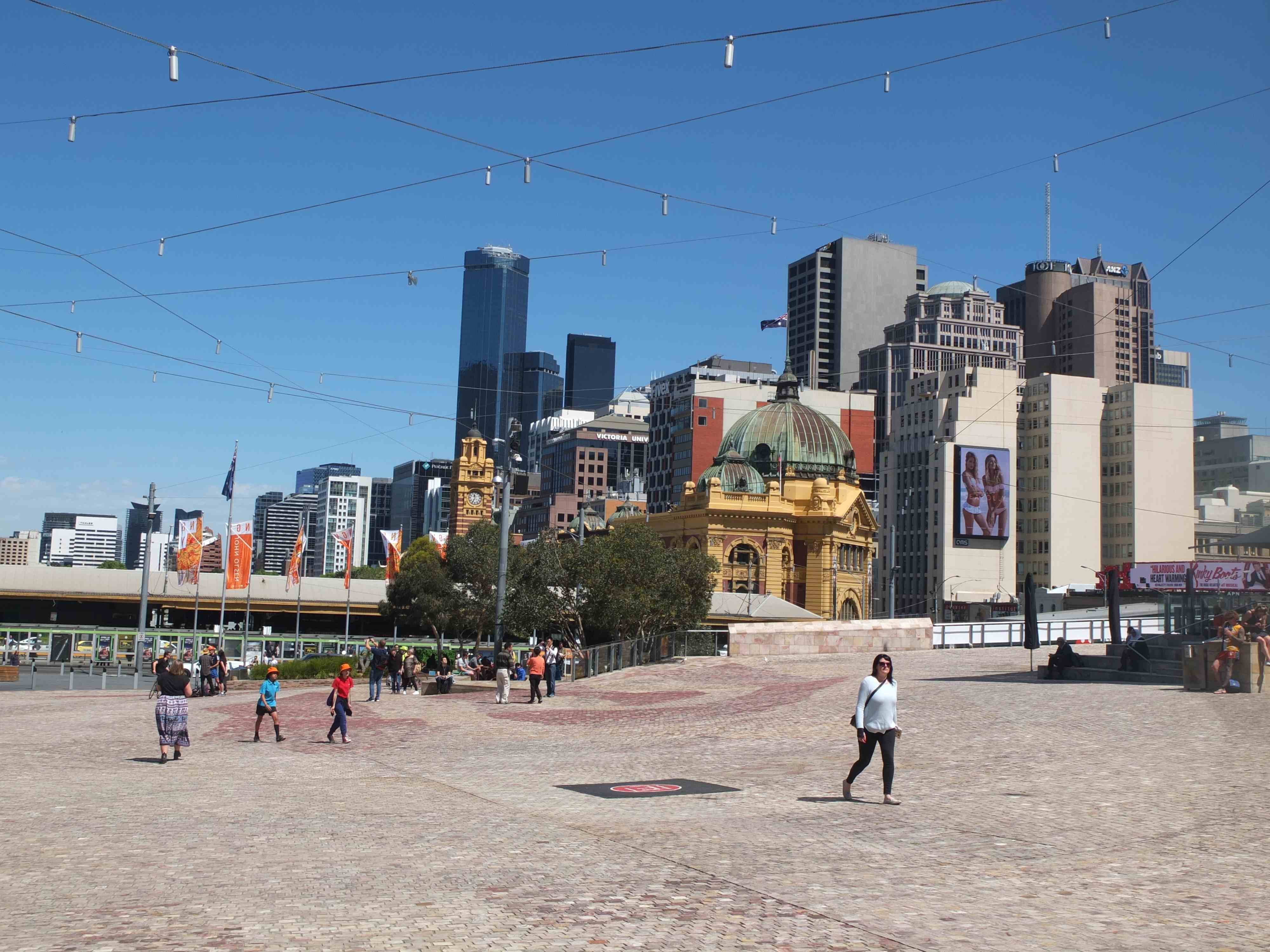 3.Federationsquare 1024x768 - 5 Ways to Enjoy Melbourne on a Budget